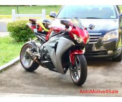 2008 cbr1000RR for sale clean clear title in hand never laid down - Image 3/8