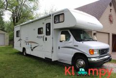 2006 Winnebago Outlook 1 slide 32ft ONLY 19,700 MILES