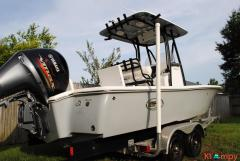 2016 Sea Hunt 22 RZR Step Hull