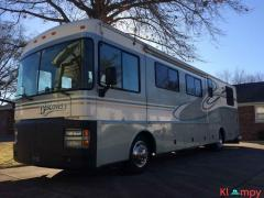 1999 Fleetwood Discovery 36T Class A