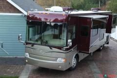 2005 Country Coach Inspire 330 Class A