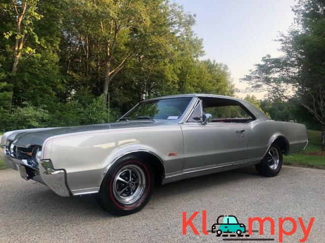 1967 Oldsmobile 442 Holiday Coupe - 1/12