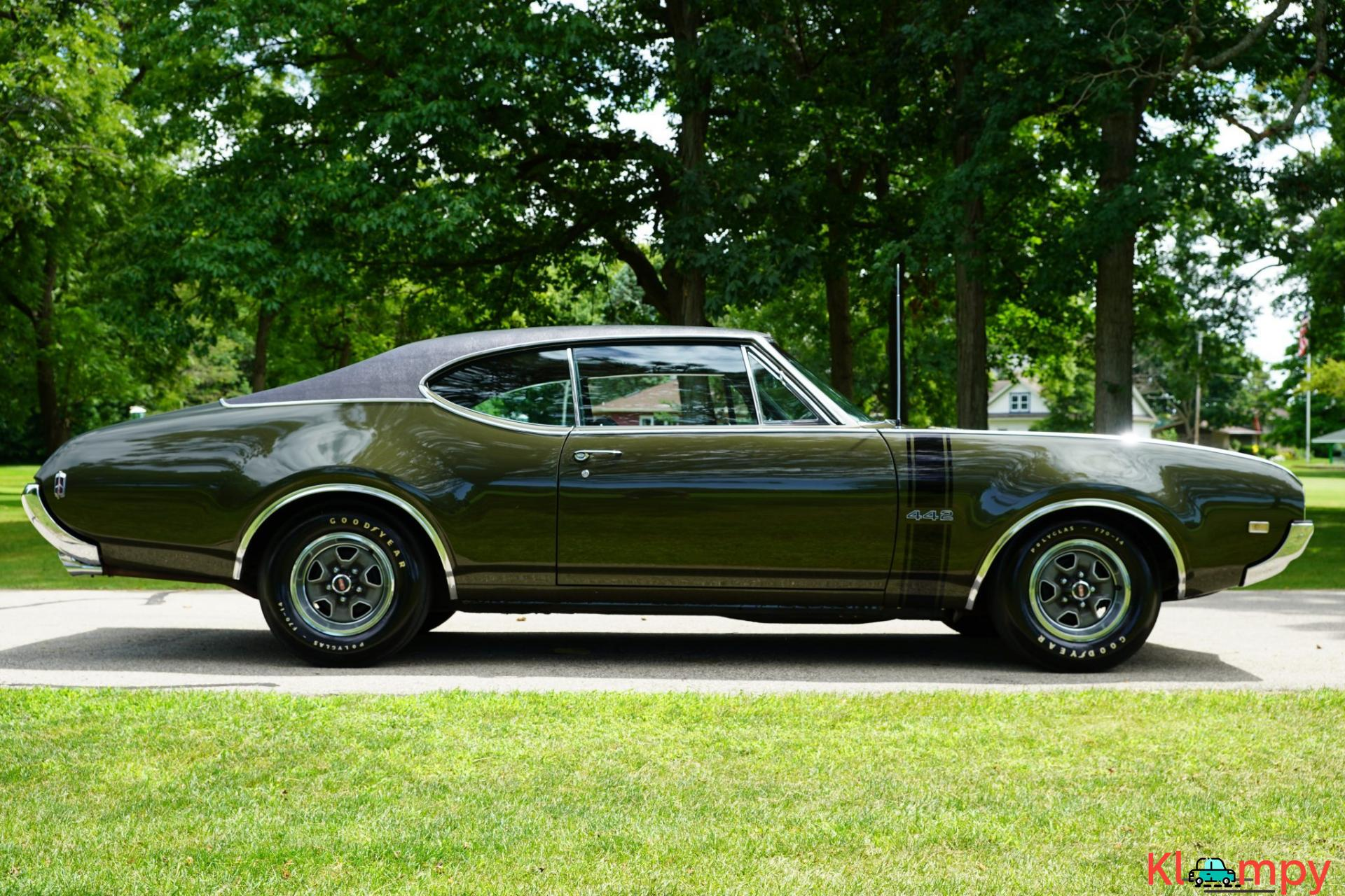 1968 Oldsmobile 442 Holiday Coupe Jade Gold - 4/28