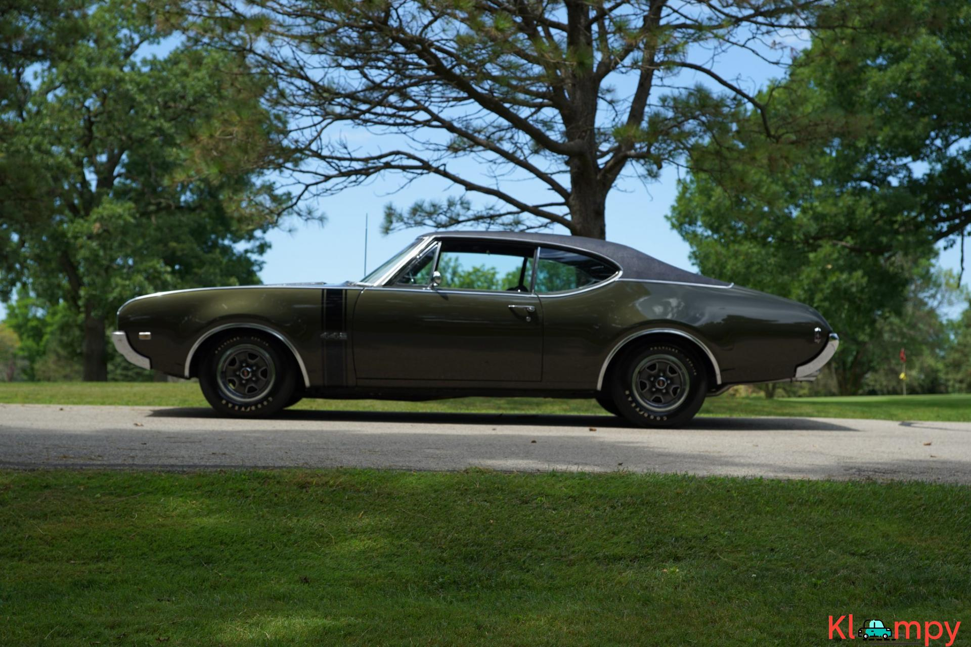 1968 Oldsmobile 442 Holiday Coupe Jade Gold - 8/28