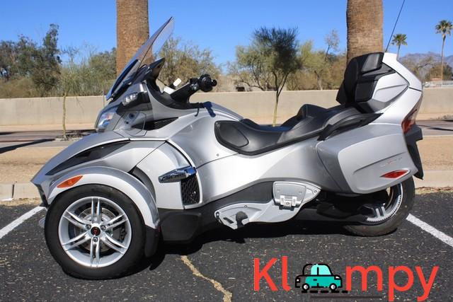 2010 Can-Am Spyder RT SM5 998cc 5 Speed - 2/12