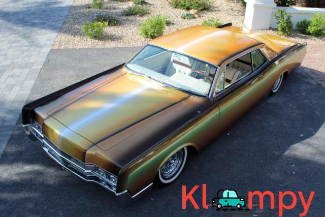 1967 Lincoln Continental Custom Two-Door Body - 1/15