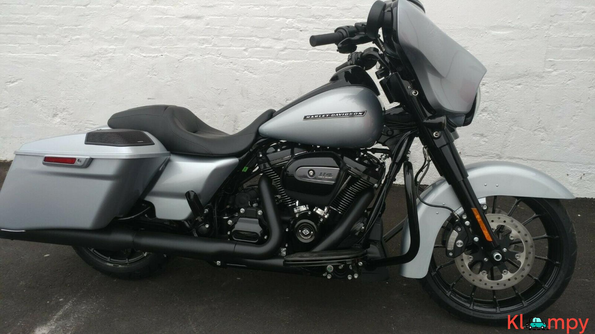 2019 Harley-Davidson Touring Street Glide Special Barracuda - 2/15