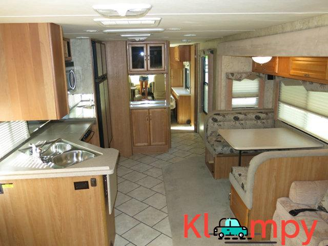 2007 National Sea Breeze LX 8.1L Workhorse Slide Outs 2 - 4/7