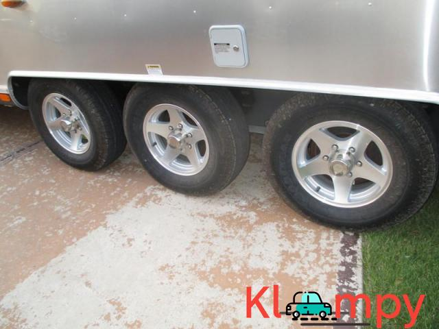 2011 Airstream Classic Limited Series M-34 37ft 3 Axles - 3/7
