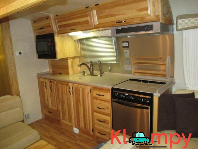 2011 Airstream Classic Limited Series M-34 37ft 3 Axles - 4/7