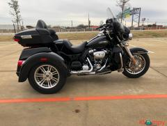 2018 Harley-Davidson Touring Tri-Glide Ultra Classic FLHTCUTG