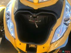 2015 Can-Am Spyder Limited RT - Image 9/17